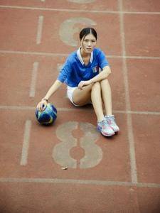 足球宝贝美女操场写真