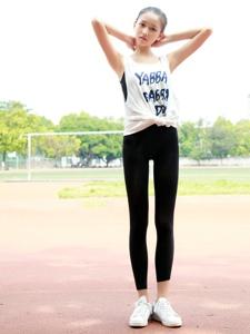青春马尾校园美女操场长腿细腰美不胜收