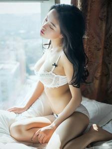 高颜值气质美女内衣私房温暖性感诱人写真