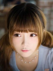 齐刘海MM惬意生活咖啡馆温馨写真