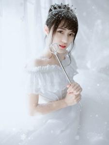 清纯高颜值少女雪中甜美大眼灵动唯美写真
