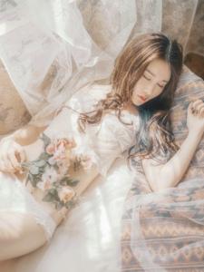 高颜值女神完美身材蕾丝诱惑唯美写真