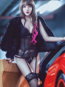 妖娆女神法拉利丝袜车模诱惑至极写真
