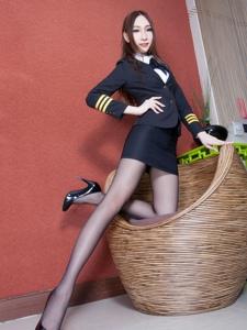 腿模Miki黑色职业装紧身短裙黑丝高跟