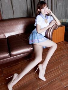 美女腿模queenie学生制服美胸长腿撩人