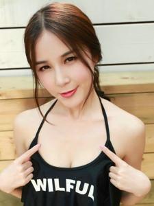 骨感美女刘美辰性感泳装酥胸长腿翘臀