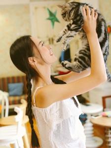 清新少女私房温暖纯真与猫咪玩耍