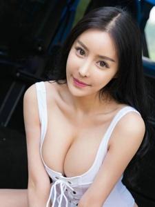 极品美女田熙玥低胸巨乳翘臀美艳撩人