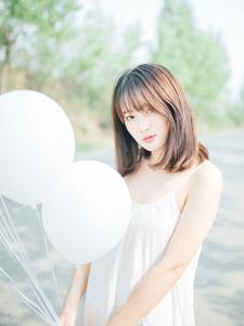 纯白气球少女清新户外写真甜美迷人