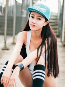 清纯大学老师酷爱阳光运动玩滑板