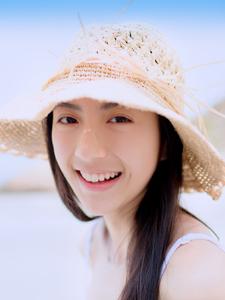 纯白肌肤清新少女海边浪漫写真