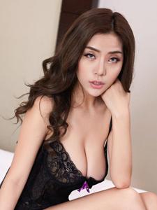 风骚美女陈欣睡衣爆乳性感写真