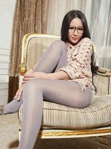 性感无内丝袜模特索菲极致美腿私房写真