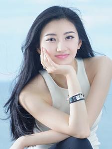 景甜青春靓丽展迷人微笑初夏海边写真