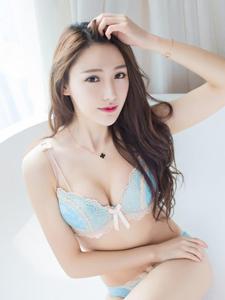 小清新美女刘奕宁Lynn内衣诱惑写真