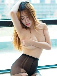 美艳王语纯撕破黑丝半裸大尺度挑逗写真