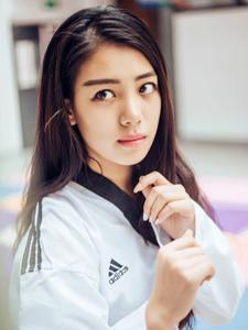 跆拳道美女制服帅气写真率性十足