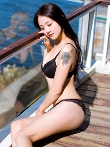 气质模特海边别墅性感内衣写真