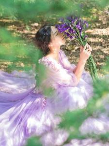 气质紫色薰衣草美女自然柔美迷人