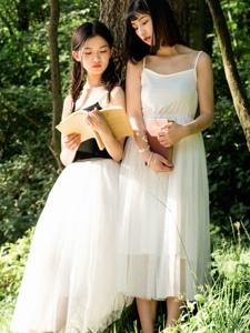 纯美姐妹花荒野吊带清纯美好友谊