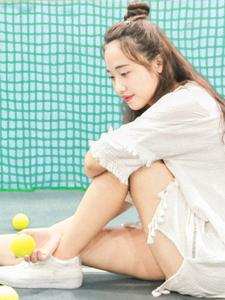 网球少女清新操场写真活力十足