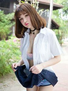 养眼美女青树性感学生白衬衫制服酥胸诱人