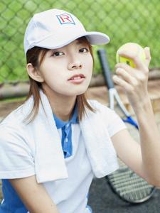 活力网球少女运动挥汗写真率性十足