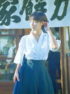 日系弓道少女率性服装自由