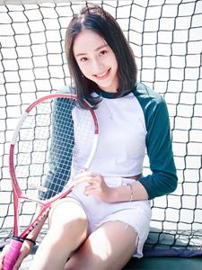 高挑短发清纯少女网球场运动写真