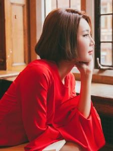 气质成熟美女红裙靓丽吸睛迷人