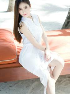 SISY思清纯白裙仙美修长美腿抢镜