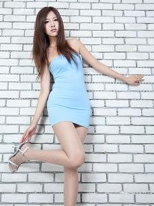 抹胸蓝裙长腿靓女Vicni一丝素净高雅写真
