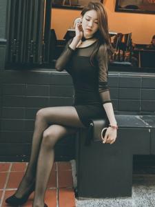 韩国黑丝长腿美女户外街拍靓丽气质写真