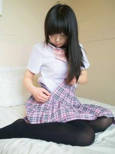 黑长直制服学生妹私房黑丝美腿诱惑写真