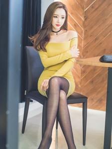 韩国美肩美女修身超短黑丝秀高挑美腿