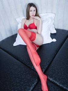 妖娆腿模Stephy红色丝袜艳丽长腿撩人