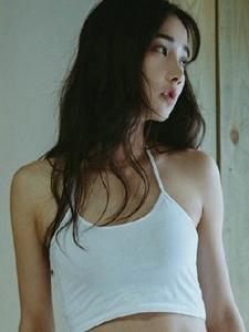 私房内的中分女神吊带露脐背心小性感