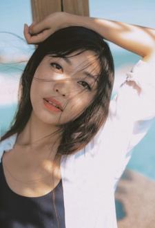 日系泳装少女海边清新写真
