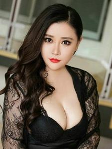 情趣美女王婉悠蕾丝透视低胸巨乳丰腴挑逗