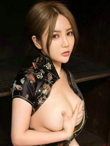 大奶美女绮芥儏旗袍肥臀丰乳性感美艳