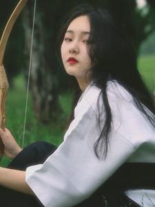 桔梗少女手持日式弓箭帅气逼人