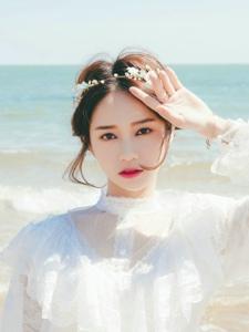海边花环女神白裙养眼动人起舞