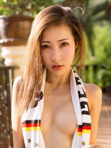 中国足球美女模特尤美Yumi真空诱惑写真