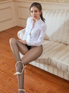 丝袜翘臀美女李丽莎沙发黑丝诱惑