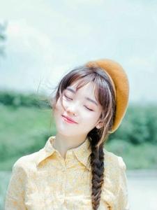 文艺范儿画家帽少女笑容甜美表情生动