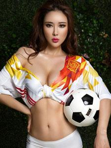天使面孔魔鬼身材尤美yumi足球宝贝写真
