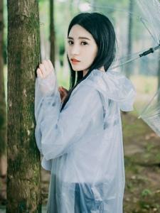 雨天森林内的中分女神大眼灵动