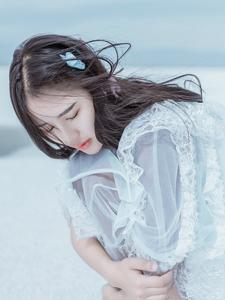 梦幻少女平静结冰河面唯美意境写真