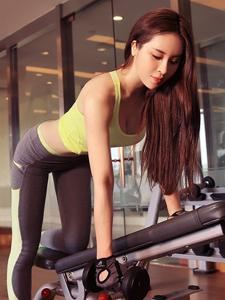 健身房里的翘臀美女性感写真