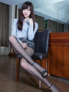 制服美女Celia迷人丝袜长腿私房诱惑写真